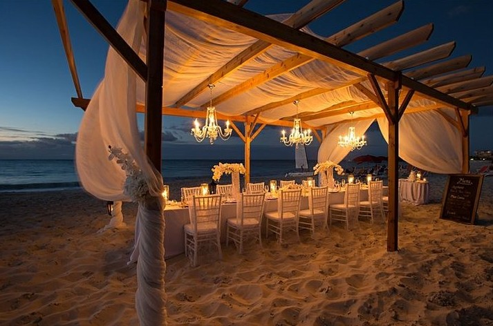 Matrimonio On Spiaggia : Matrimonio in spiaggia petali di rosa wedding planner