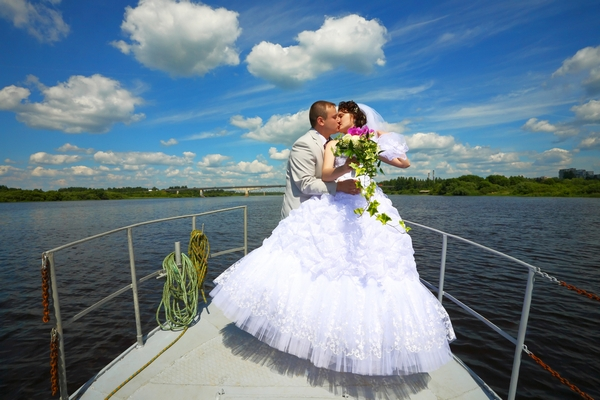 Matrimonio In Barca : Matrimonio in barca dalla cerimonia al ricevimento tutto su una